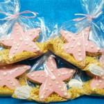 Μπισκότα με πάστα ζάχαρης σε σχήμα αστερία και τριμμένο μπισκότο