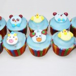 Cupcakes με πάστα ζάχαρης και ζαχαρωτές φιγούρες