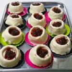 Κέικ βανίλια με λευκή σοκολάτα και φράουλα