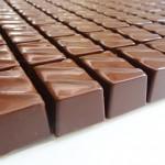 Σοκολατάκια υγείας με γέμιση πραλίνας bitter με ρούμι